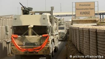 Ein Versorgungskonvoi der Bundeswehr verlässt das Feldlager in Kundus (Foto: picture-alliance/dpa)