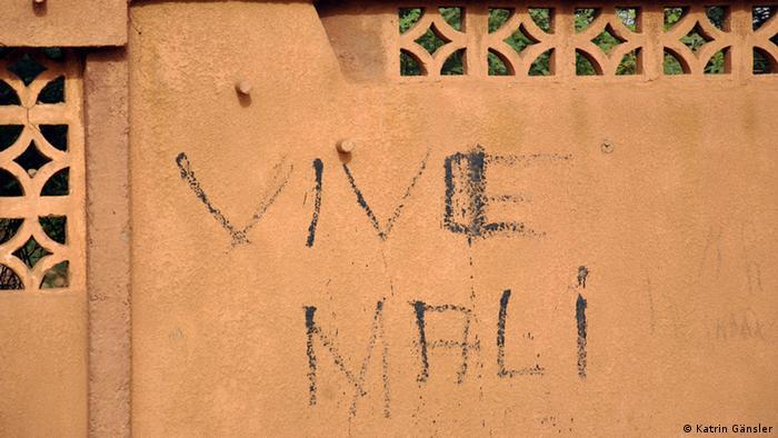 Auf einer Wand steht Vive Mali - Mali soll leben. (Foto: Katrin Gänsler)