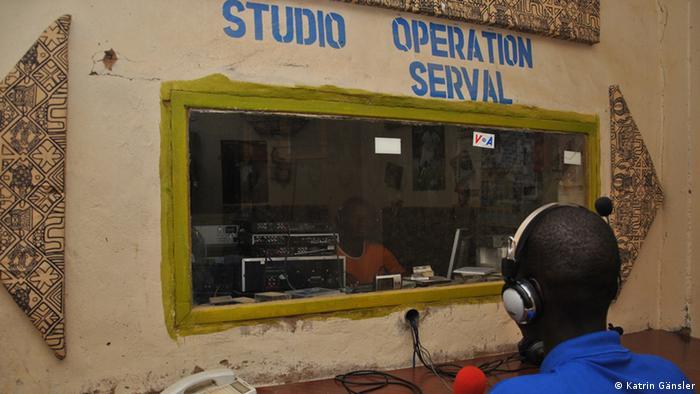 Ein Radiosender mit dem Namen Operation Serval in Gao/Mali. (Foto: Katrin Gänsler)
