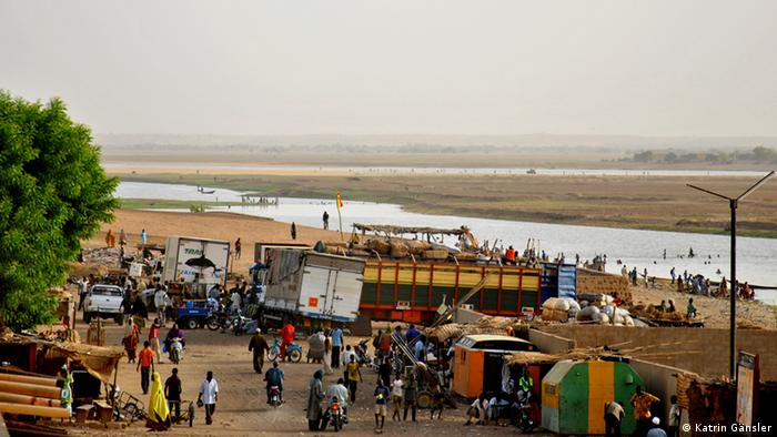 Blick auf den Niger-Hafen in Gao, Mali, Foto: K. Gänsler (DW)