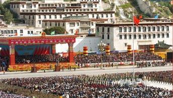 Feier des 40. Jahrestages der Eroberung Tibets in Lhasa (2005), Quelle: AP
