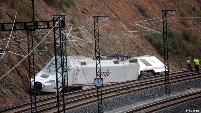The site of a train crash in Santiago de Compostela, northwestern Spain, July 26, 2013. (Photo: Miguel Vidal/Reuters)