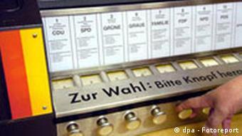 Landtagswahl im Saarland mit Wahlmaschine