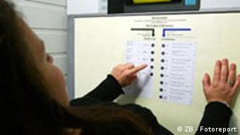 A woman voting electronically in Saxony-Anhalt in 2002