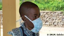 ACHTUNG: Verwendung nur im Zusammenhang mit dem Artikel über Tuberkulose in Tansania!*** Thema: Wie geht Tansania mit Tuberkulose um Wer hat die Fotos gemacht: Mirjam Gehrke (DW) Wann? Mai 2013 Wo: Dar es Salaam, Tansania Mary Benardi, TBC Patientin, im Kibong'oto Krankenhaus in Moshi, Tansania (Bitte nur verwenden im Zusammenhang mit Artikel über Tuberkulose in Tansania!)