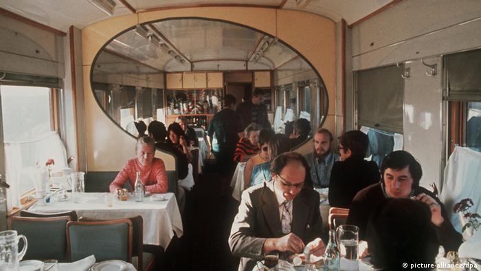 Blick in den Speisewagen der Transsibirischen Eisenbahn (dpa/picture alliance)