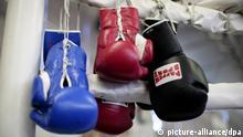 Boxhandschuhe, aufgenommen am Freitag (17.04.2009) bei einem Fototermin in Hamburg. Foto: Rolf Vennenbernd dpa +++(c) dpa - Report+++