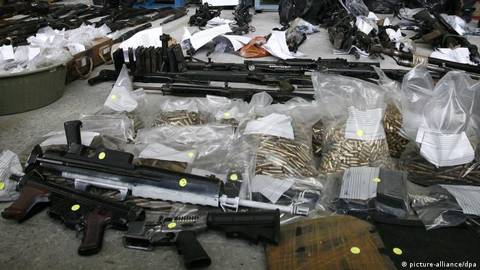 Dezenas de armas e munições apreendidas por forças de segurança do Rio de Janeiro