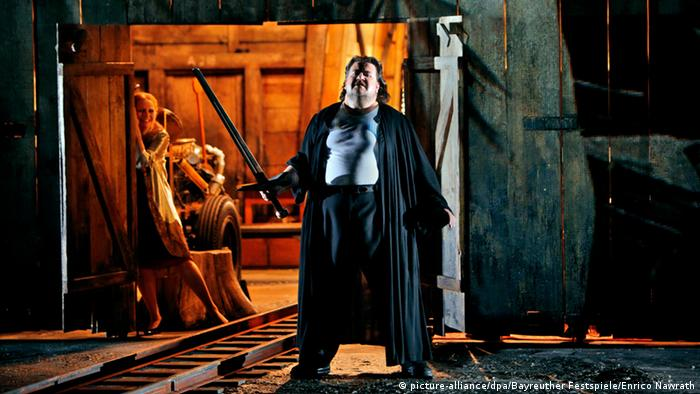 Johan Botha in a rehearsal in Bayreuth, Photo: Bayreuther Festspiele/Enrico Nawrath.