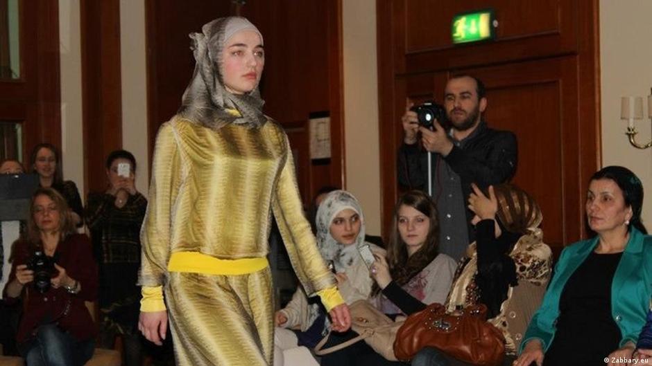 5e320993b256a مهاجرة شيشانية – أول مصممة لأزياء المحجبات في ألمانيا