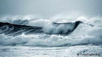 Symbolbild Ozean Welle Tsunami