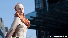"""Beschreibung: Kollektion aus der Mode von Belkis Baharcieva (Inhaberin und Gründerin von """"ZABBARY.eu für die Mode für Muslimas). Rechte: arturwiens.de Zulieferer: Falah Elias"""
