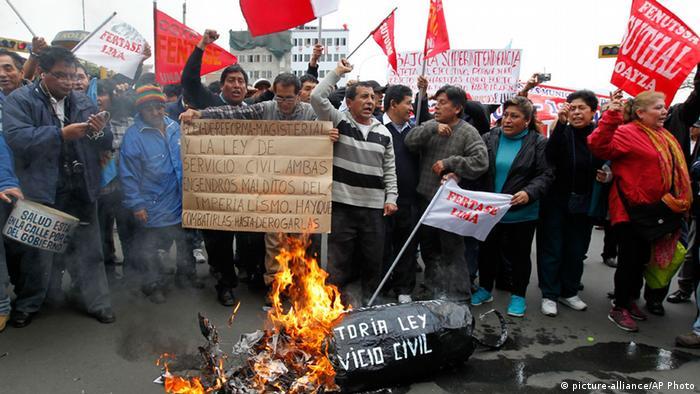Los manifestantes critican el accionar del gobierno y, especialmente, del Congreso.