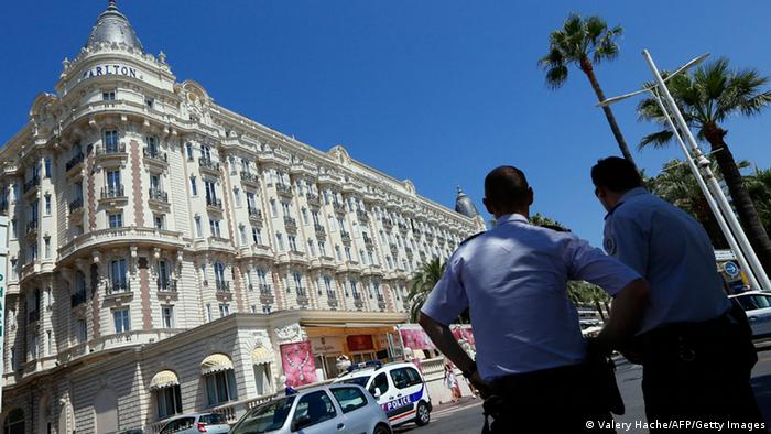 French policemen on guard outside the Carlton Hotel on July 28, 2013 in the French Riviera resort of Cannes, following a jewelry heist there. (Photo: Valery Hache/AFP/Getty Images)