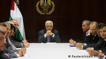 Palästinenser-Präsident Abbas berät mit seinem Kabinett über die geplante Freilassung der Gefangenen (Foto: REUTERS)