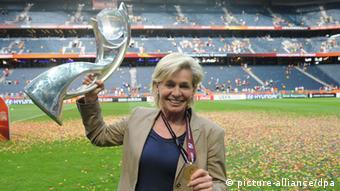 La entrenadora, Silvia Neid.