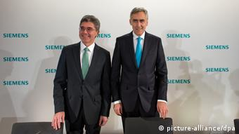 Joe Kaeser and Peter Löscher of Siemens side by side Photo: Peter Kneffel/lby