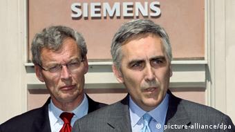 Siemens CEO Löscher and advisory board chief Cromme in the background Photo: Frank Mächler dpa/lby +++(c) dpa - Report+++