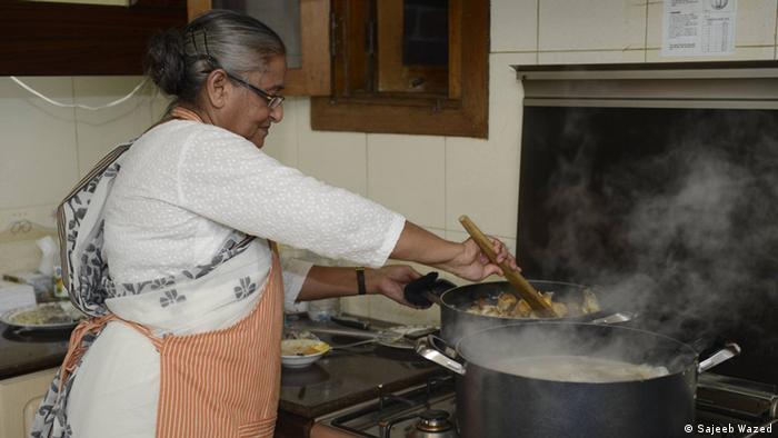 Sheikh Hasina Wajed kocht Hühnchen Pulao