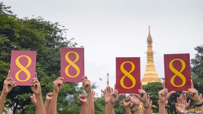 Picture of four people holding up the symbolic numbers 8888 (Photo: Tun Lynn)