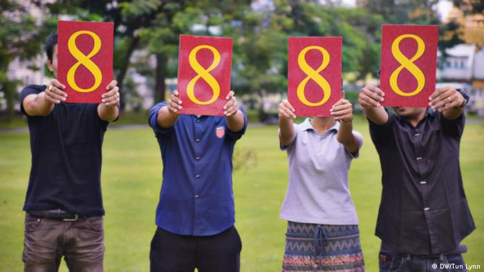Picture of people holding the symbolic number 8888 (Photo: Tun Lynn)