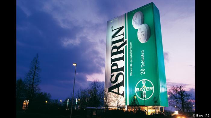 Bayer Leverkusen Riesen Aspirin-Packung 1999 (Bayer AG)