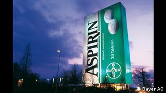 Bayer Leverkusen Riesen Aspirin-Packung 1999