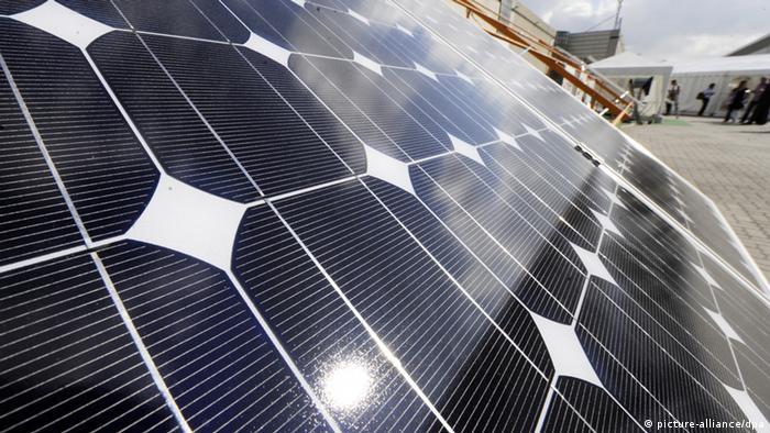 Solaranlage - Foto: Maurizio Gambarini (dpa)