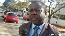 1. Titel: Lutero Simango 2. Bildbeschreibung: Lutero Simango, Mitglied der MDM-Partei (Movimento Democrático de Moçambique) 3. Fotograf: Romeu da Silva 4. Wann wurde das Bild gemacht: Juli 2013 5. Wo wurde das Bild aufgenommen: Maputo/Mosambik Der Fotograf, unser Korrespondent Romeu da Silva, tritt die Rechte der Fotos an die DW ab.