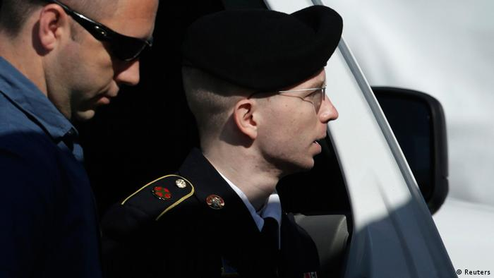 U.S. Army Private First Class Bradley Manning (R) arrives at the courthouse at Fort Meade, Maryland, July 30, 2013. Manning could learn on Tuesday whether he will face life in prison without parole when a judge renders her verdict on charges that he aided the enemy when he released 700,000 classified documents to the website WikiLeaks. REUTERS/Gary Cameron (UNITED STATES - Tags: CRIME LAW MILITARY POLITICS)