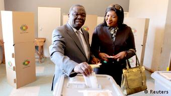 MDC leader Morgan Tsvangirai casts his vote with his wife Elizabeth (Photo: REUTERS/Philimon Bulawayo