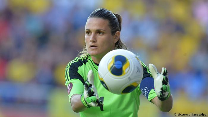 Germany goalkeeper Nadine Angerer of Germany catches the ball during the European Women's Championships semi-final against Sweden. Photo: Carmen Jaspersen/dpa