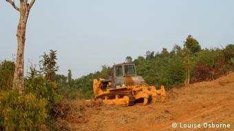 Abholzung in Mynamar – Traktor