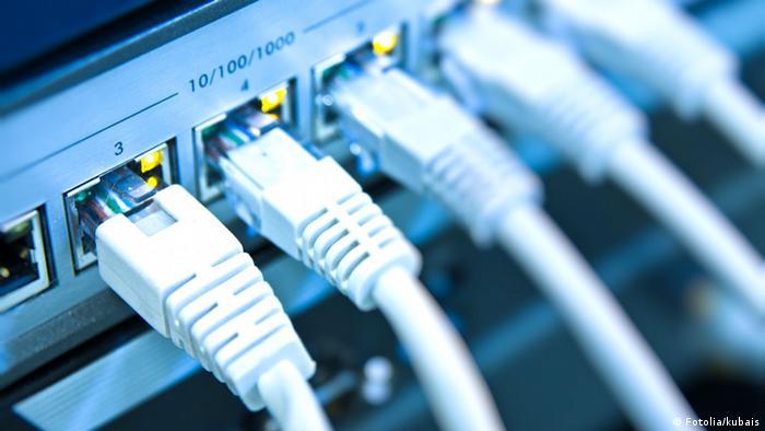 Symbolbild Überwachung Internet Spionage Kabel