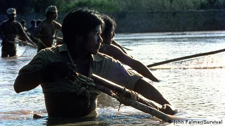Fishermen from the Wichi tribe in Argentina (Photo: John Palmer/Survival)