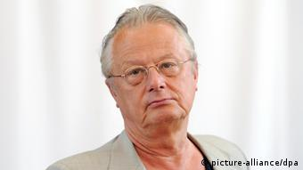 Frank Castorf hizo gestos irrespetuosos al público de Bayreuth tras ser abucheado.