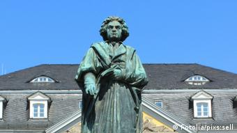 Monumenti i Bethoven në qendër të Bonit.