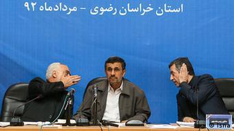 محمود احمدینژاد به همراه محمدرضا رحیمی و اسفندیار رحیممشایی