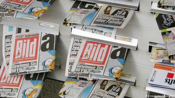 BILD newspapers hanging out of letter boxes (Photo: imago/teutopress)