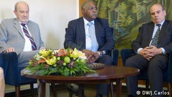 António Russo Dias (à esquerda) é o Presidente do Conselho do Instituto Português de Higiene e Medicina Tropical, cujos projetos em curso com o Ministério da Saúde angolano foram também analisados durante a visita
