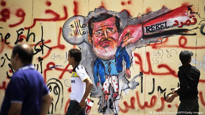 Auch mit Graffitis warben Tamarud-Anhänger für die Absetzung Mursis. Foto vom 1.7.13. (Foto: AFP)