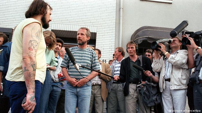 Silahlı soygunculara yardım eden gazeteciler