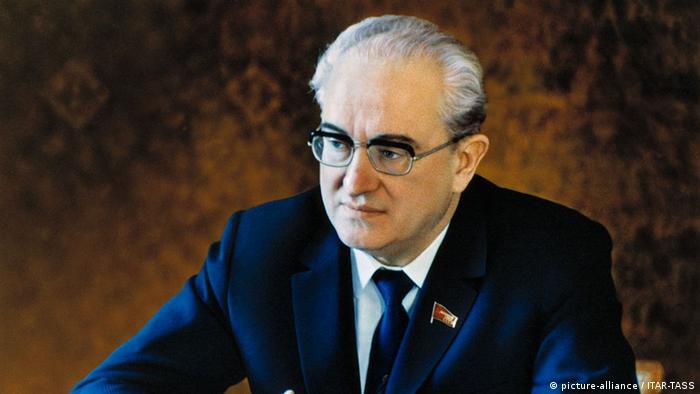 Predecesorul, aici bine machiat, al lui Vladimir Putin, Iuri Andropov