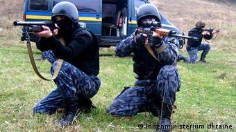Ukraine Polizisten des mobilen Einsatzkommando Berkut im Einsatz