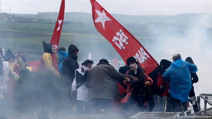 Pepper gas fills the air as Turkish protestors clash with riot police and gendarme in front of the Silivri Prison in Istanbul, Turkey 08 April 2013. (Photo: EPA/TOLGA BOZOGLU)