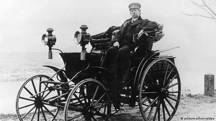 Первый автомобиль и его создатель История  Карл Бенц и одна из его усовершенствованных моделей