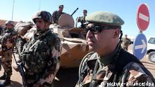 Algerien - Soldaten bewachen Gasfeld Tiguentourine
