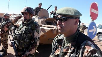 Soldados argelinos controlan el yacimiento de gas de Tiguentourine.