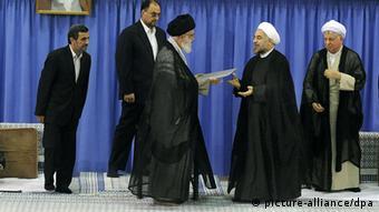 آیا حسن روحانی ویرانهای را از دولت احمدینژاد تحویل میگیرد؟ مراسم تنفیذ ریاست جمهوری روحانی