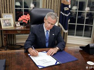Bush am Schreibtisch